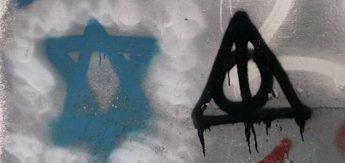 Граффити на стене районного военкомата
