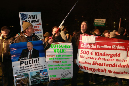 Pegida_Demonstration_in_Dresden_am_05.01.2015_(16084446507)
